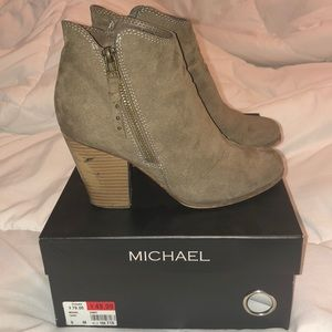 Shoes - 🔆 Michael Taupe Suede Booties Size 6